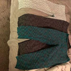 Bundle: Capri Glyder leggings all mediums